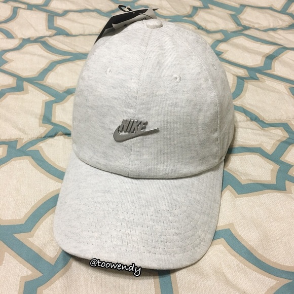 dac736be5768d Nike Sportwear Heritage 86 Washed Futura Metal Hat